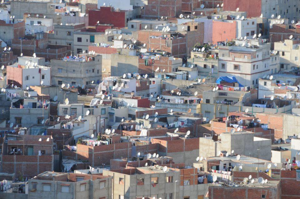defender el derecho a la vivienda digna en los barrios informales de Maputo.