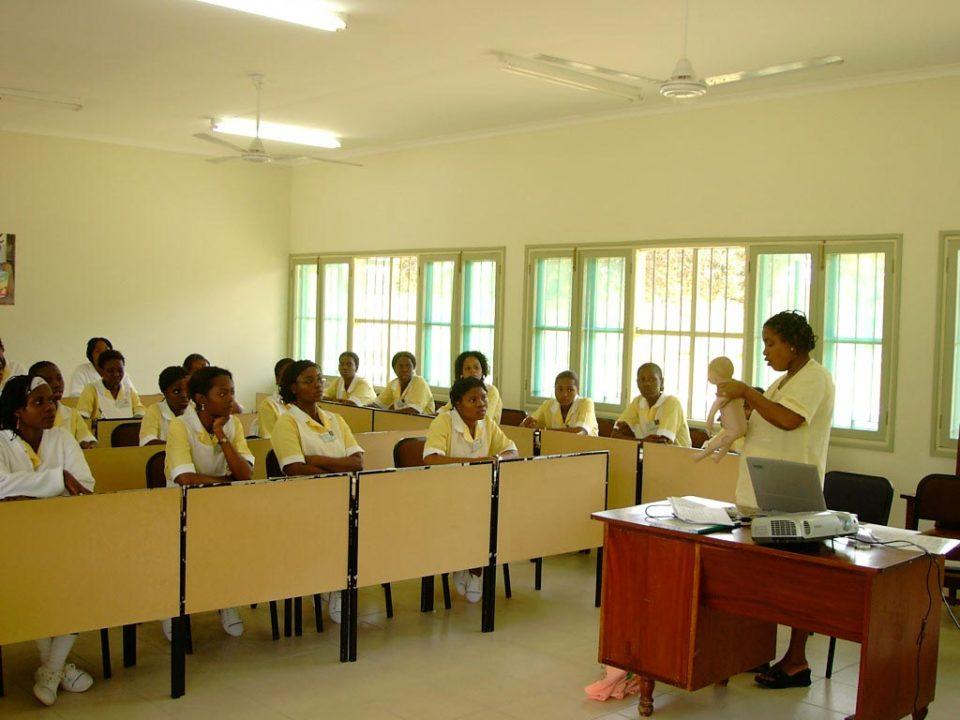 mejorar la calidad ambiental y el sistema de gestión de residuos hospitalarios en la provincia de Inhambane.