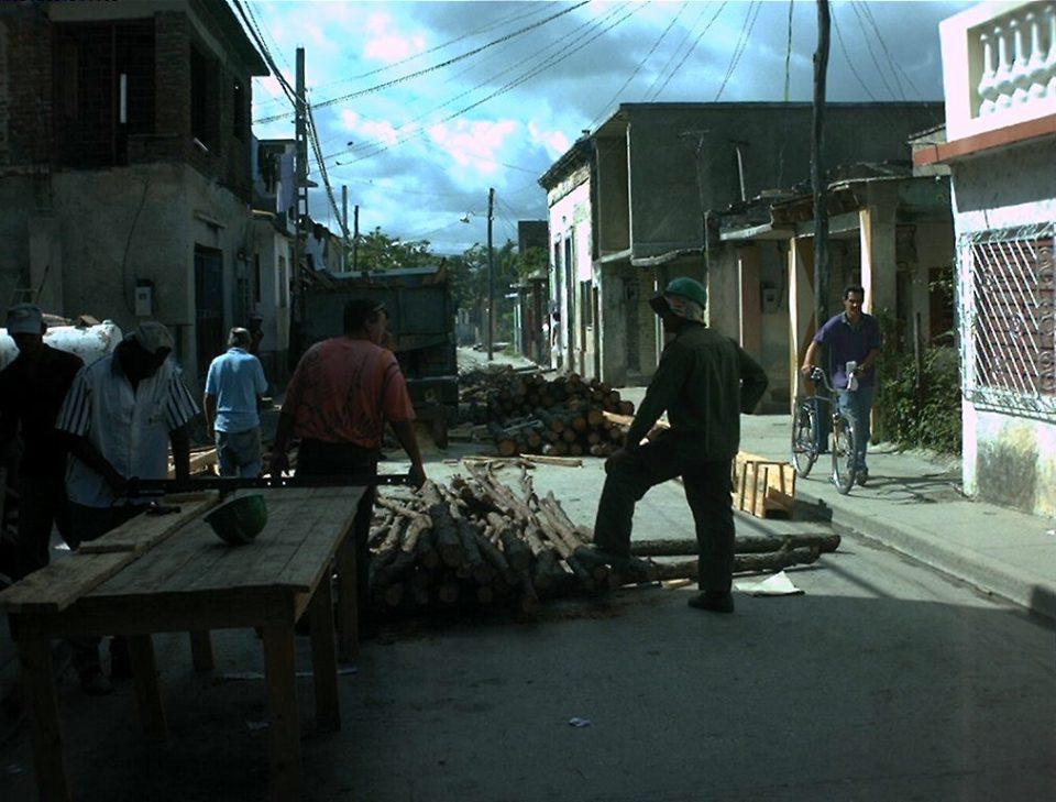 """mejorar el estado de las """"cuarterías"""" en la ciudad de Holguín donde la falta de acciones y de programas de conservación y mantenimiento durante más de tres décadas a provocado que el estado constructivo de la mayoria de habitages esté sensiblemente afectado."""