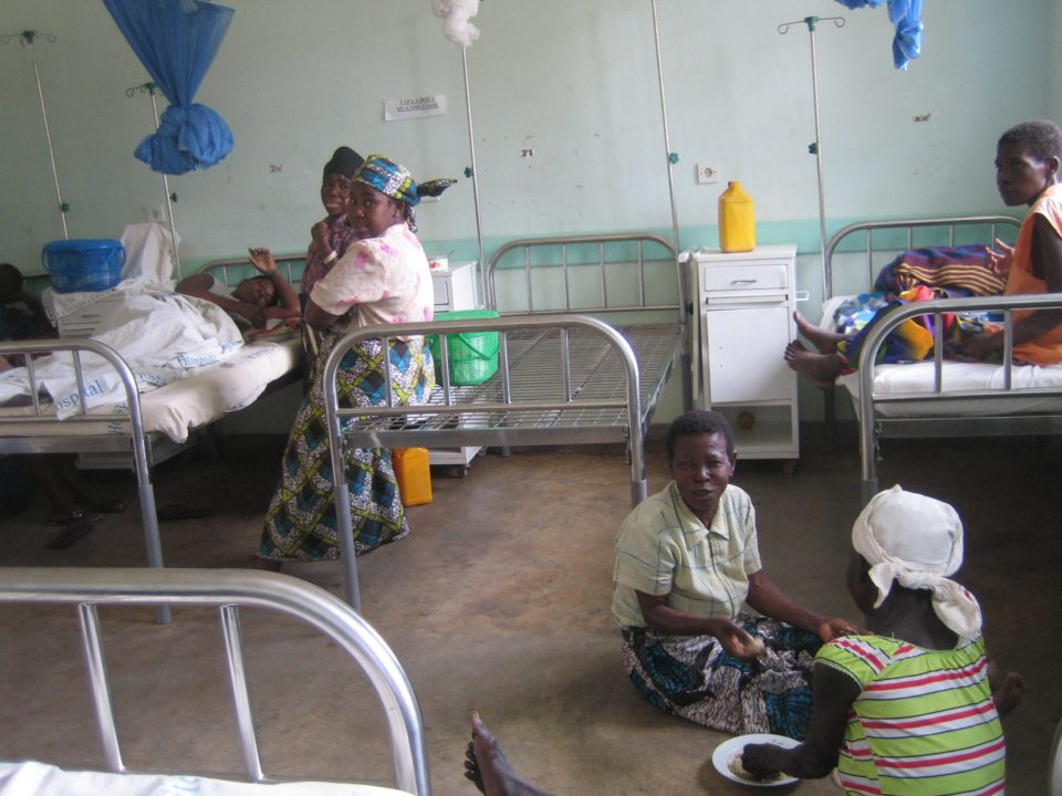 contribuir a la mejora de la salud de la población de la provincia de Inhambane, en particular a la atención de la población menos favorecida en cuanto al acceso, calidad del servicio y sensibilización.