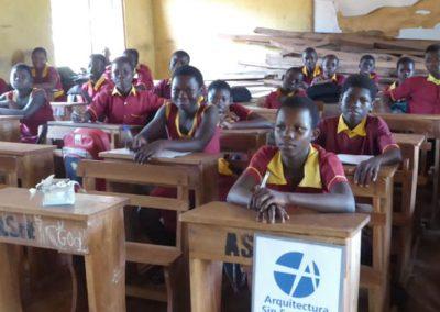 Mobiliario para los colegios públicos municipales en el Distrito de Wenchi, Ghana